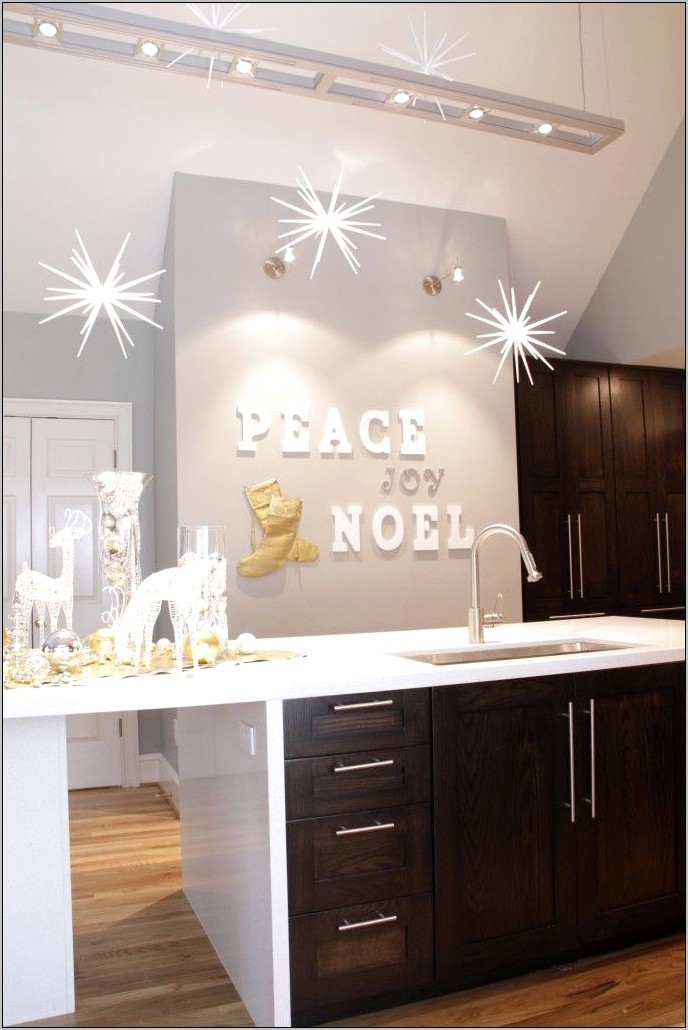 Decorate Blank Wall In Kitchen