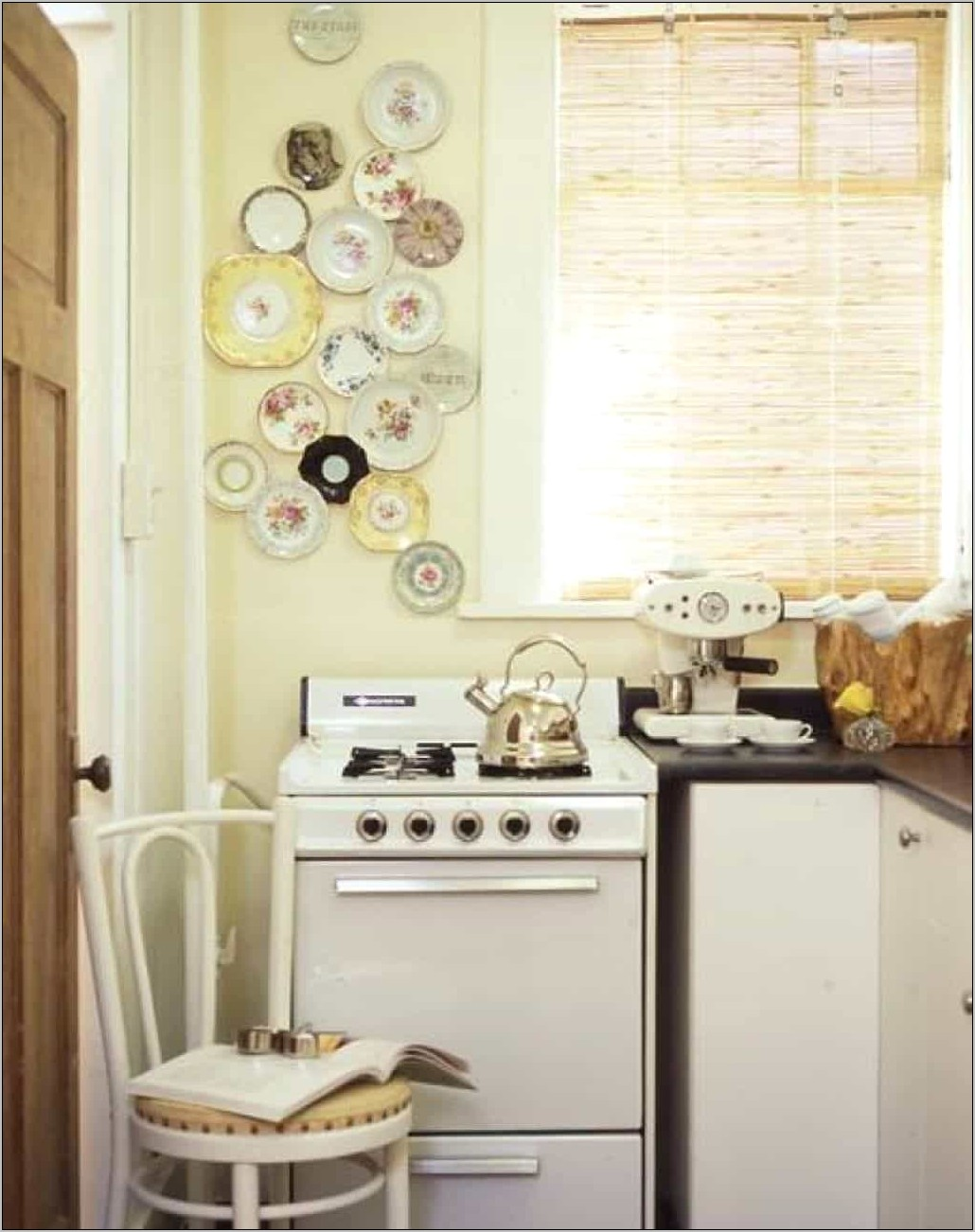 Decorating A Kitchen Wall With Plates