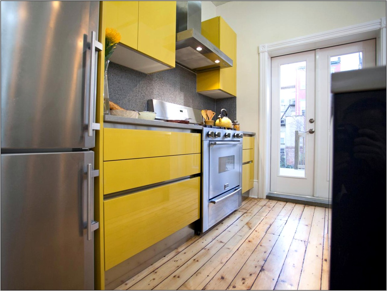 Decorating A Kitchen With Yellow Countertops
