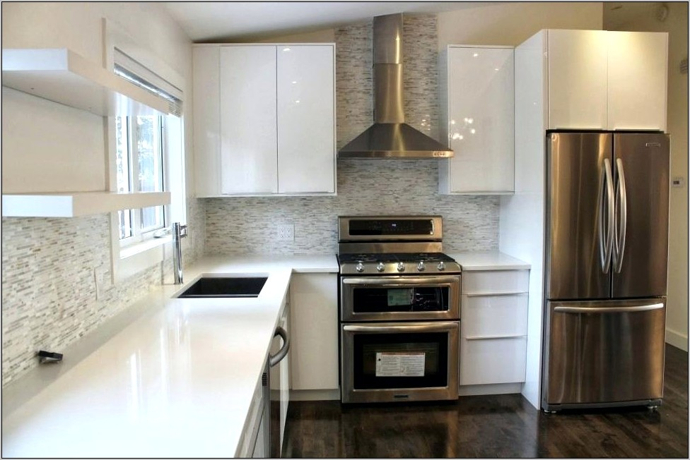 Decorating A White Gloss Kitchen