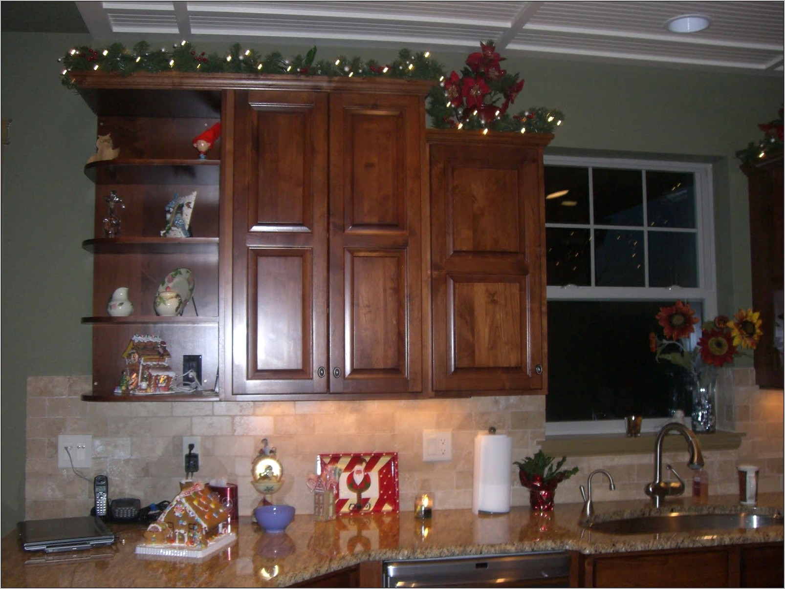 Decorating Ideas Above Kitchen Cupboards