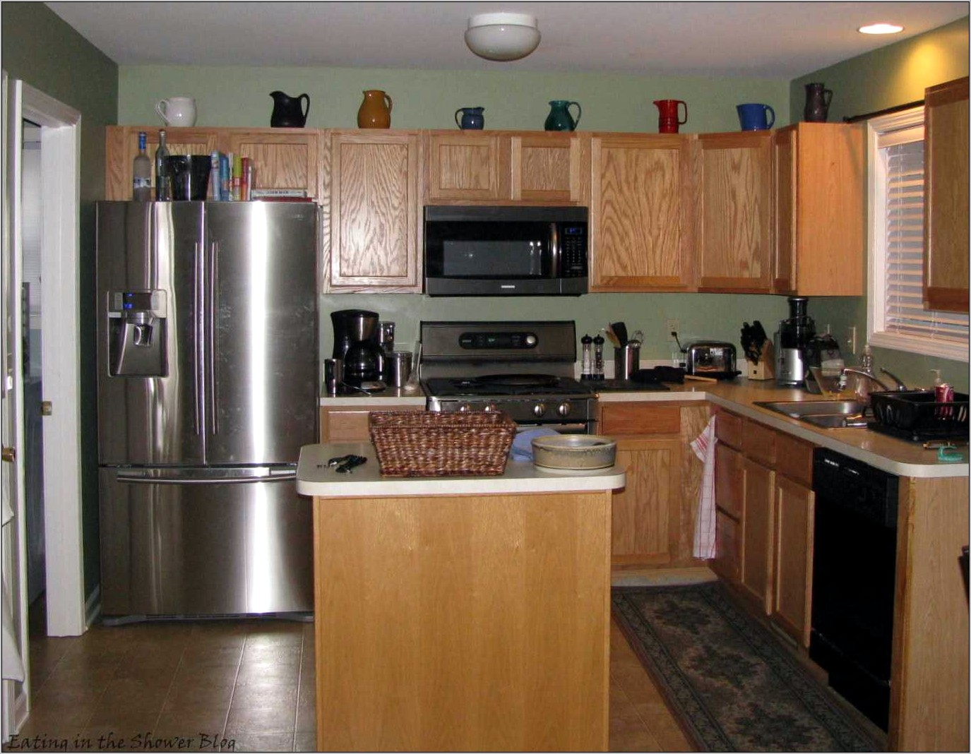Decorating Ideas For Kitchens With Dark Cabinets