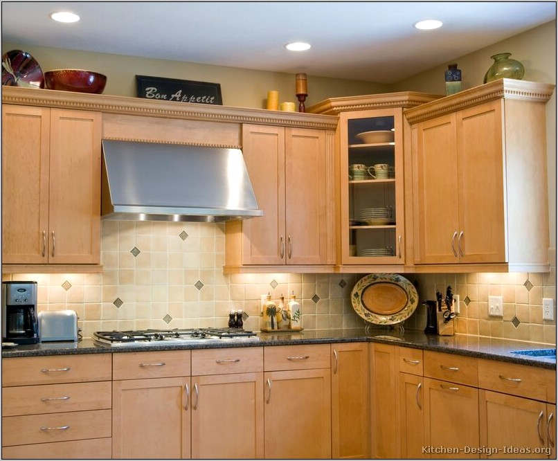 Decorating Kitchen Light Wood