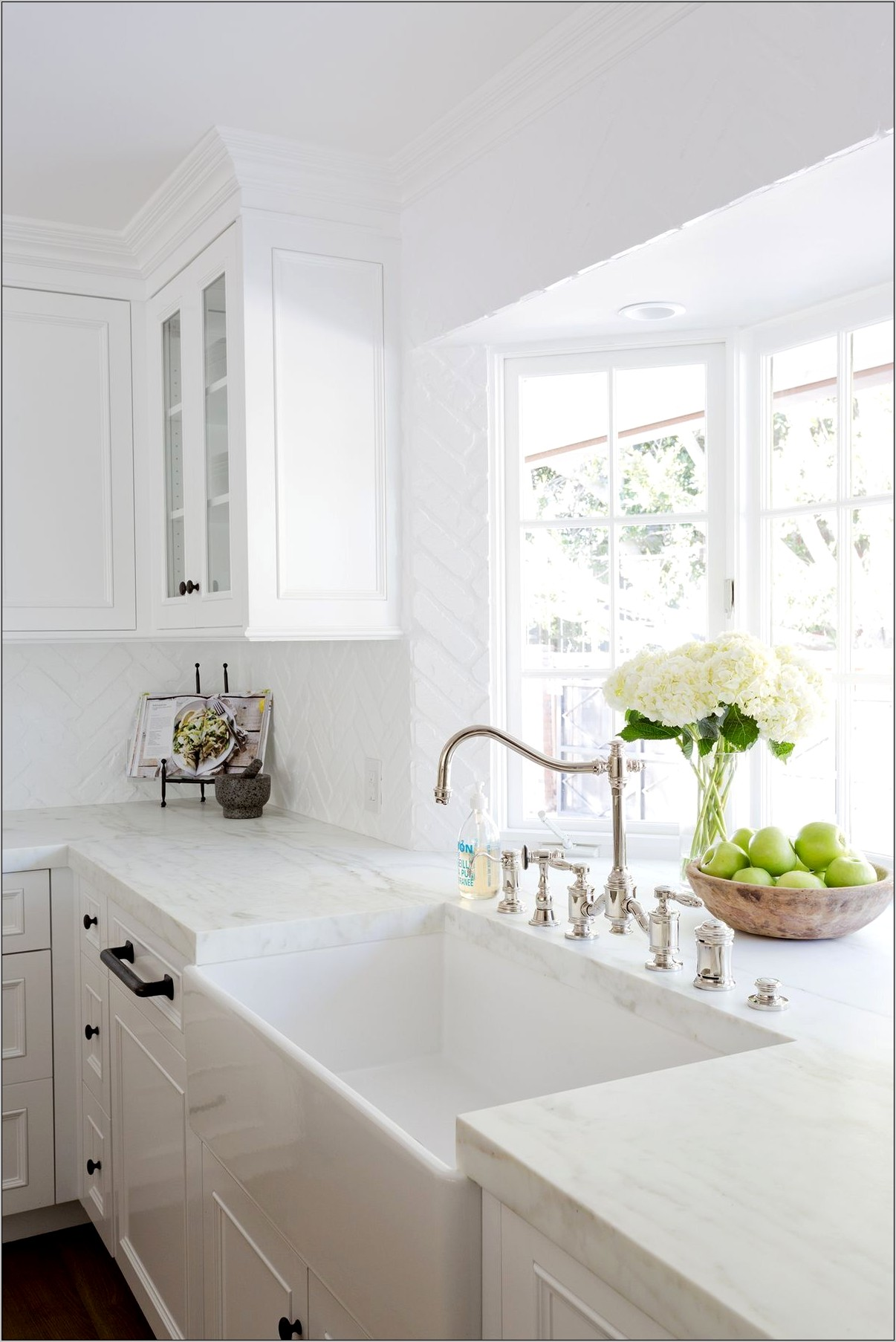 Decorating Kitchen Sink Bay Window
