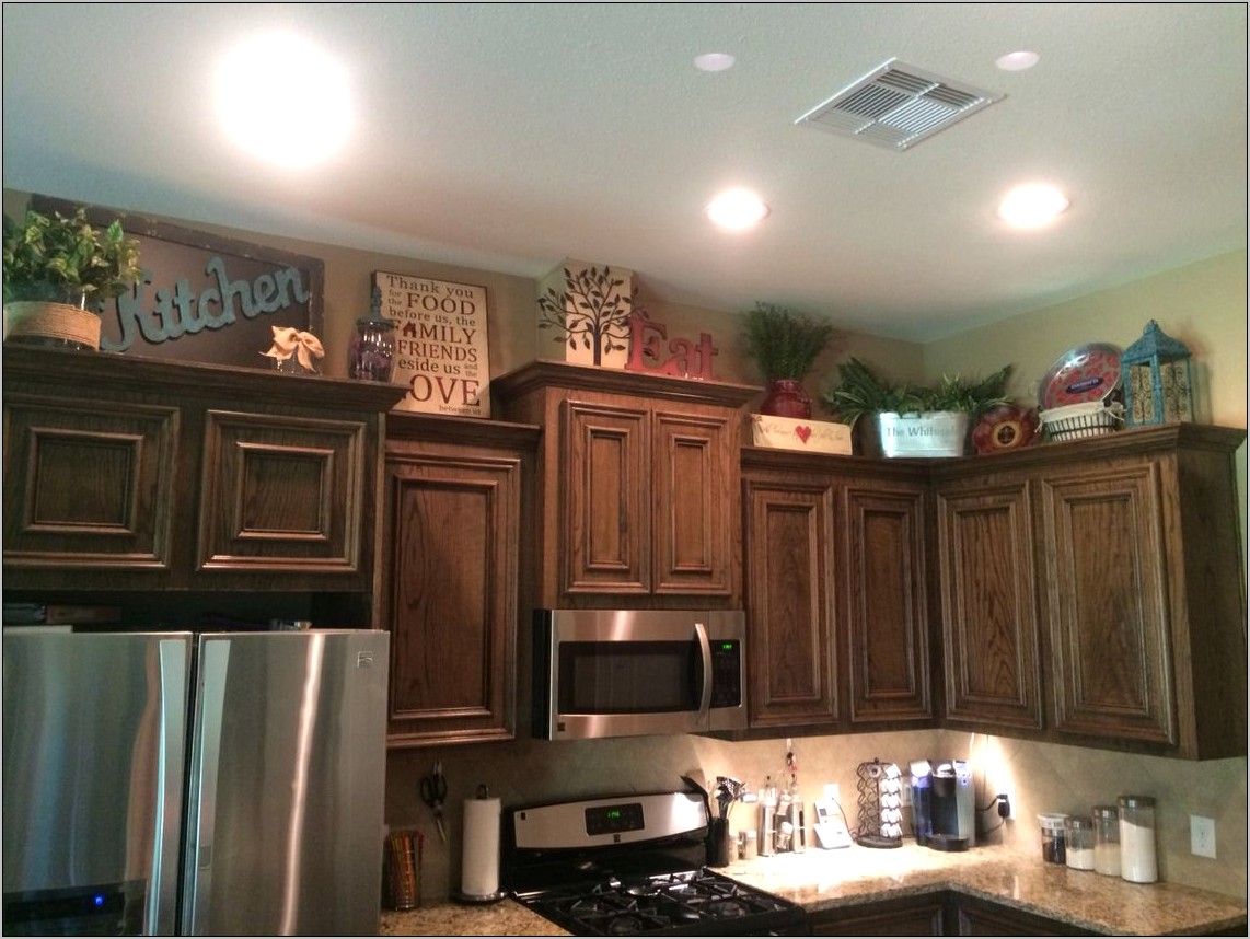 Decorating Large Areas Above Cabanits In Kitchen