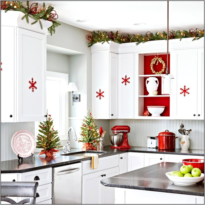Decorating White And Grey Kitchen For Christmas