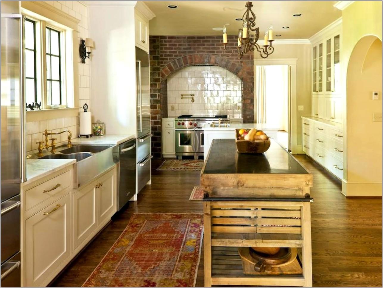 Decorating White Kitchen Cabines