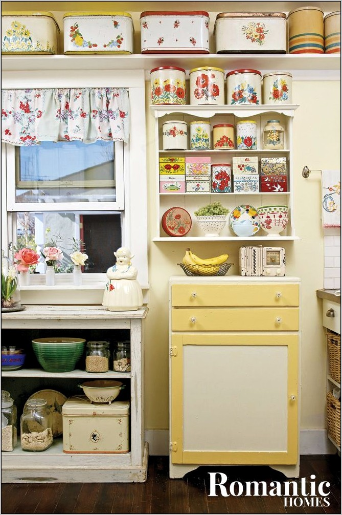 Decorating With Vintage Kitchen Collecibles