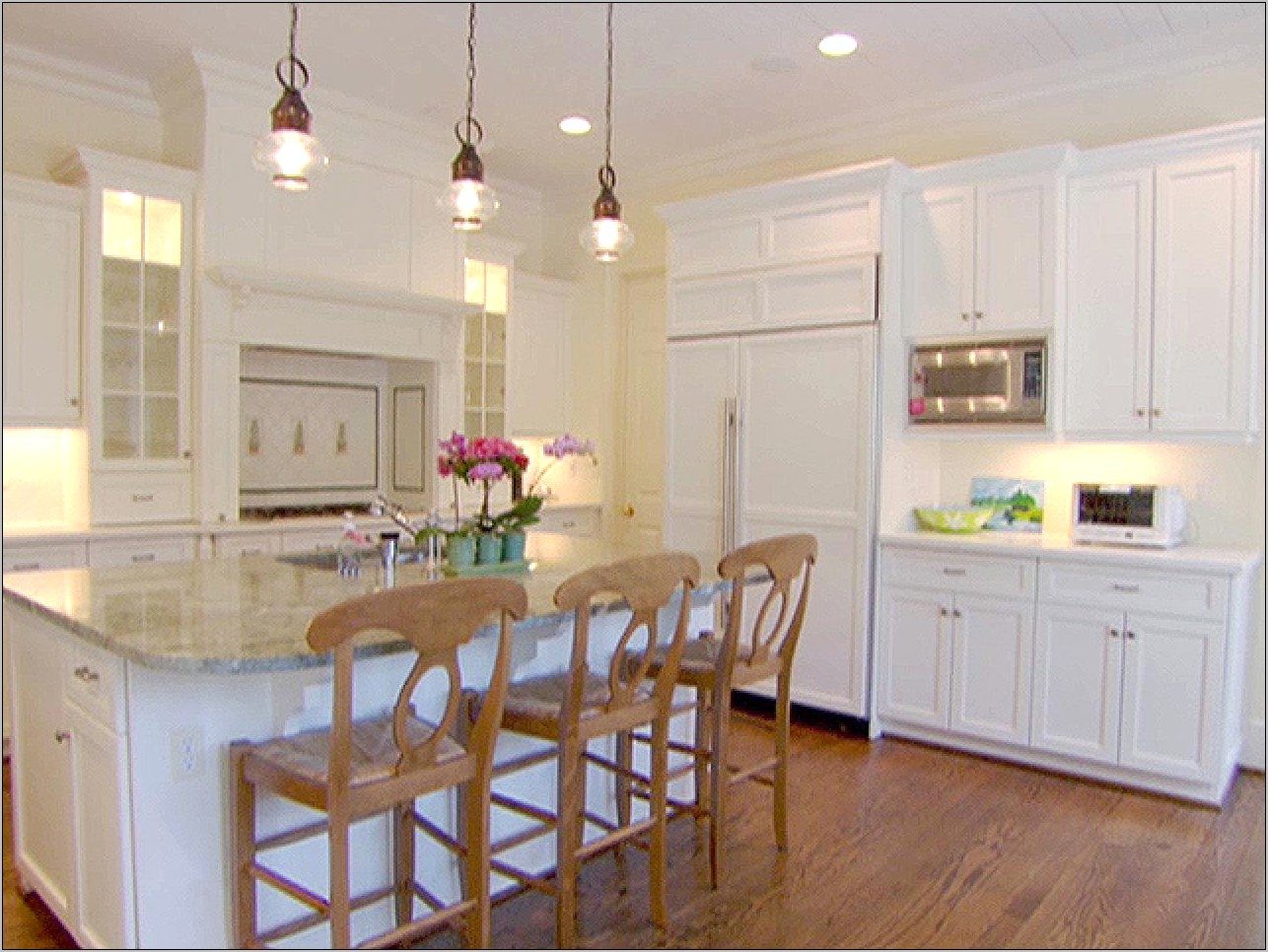 Decorating Your Kitchen Overhead