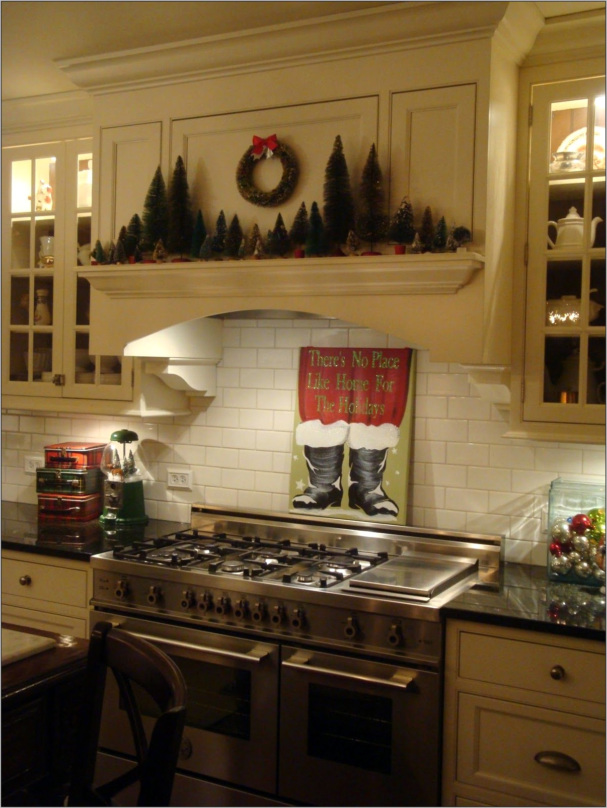 Decoration O Hood In Kitchen