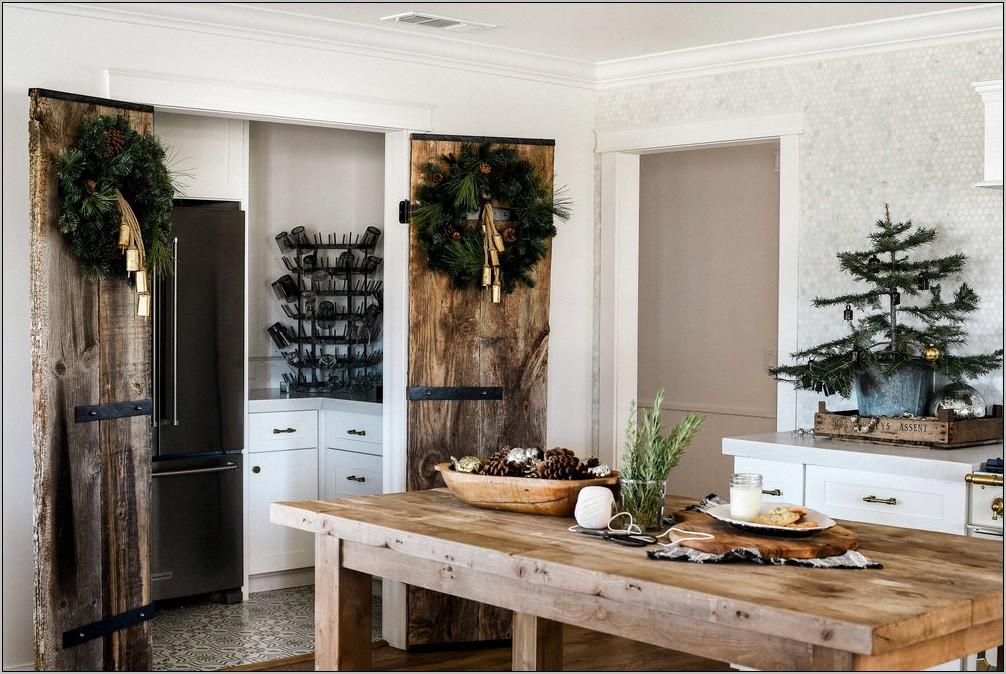 Farmhouse Kitchen Christmas Decorating Ideas