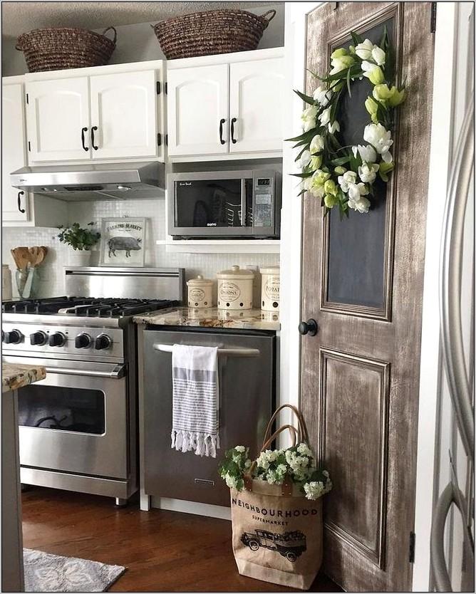 Farmhouse Kitchen Decor Above Cabinets