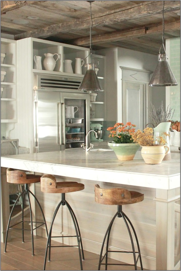 French Country Kitchens Usibg Baskets To Decorate
