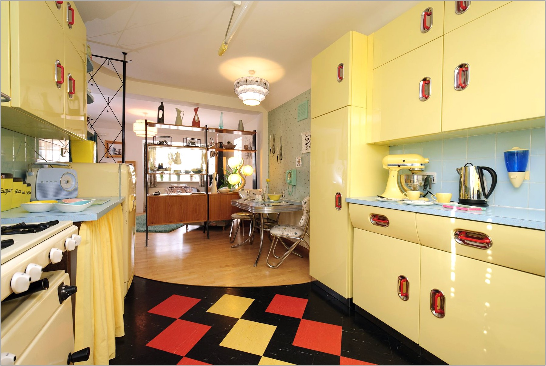 Fun 1950s Retro Decor Kitchen