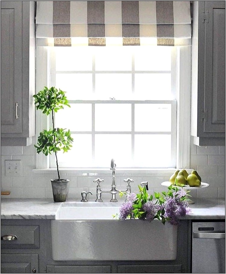 How To Decorate A Kitchen Window