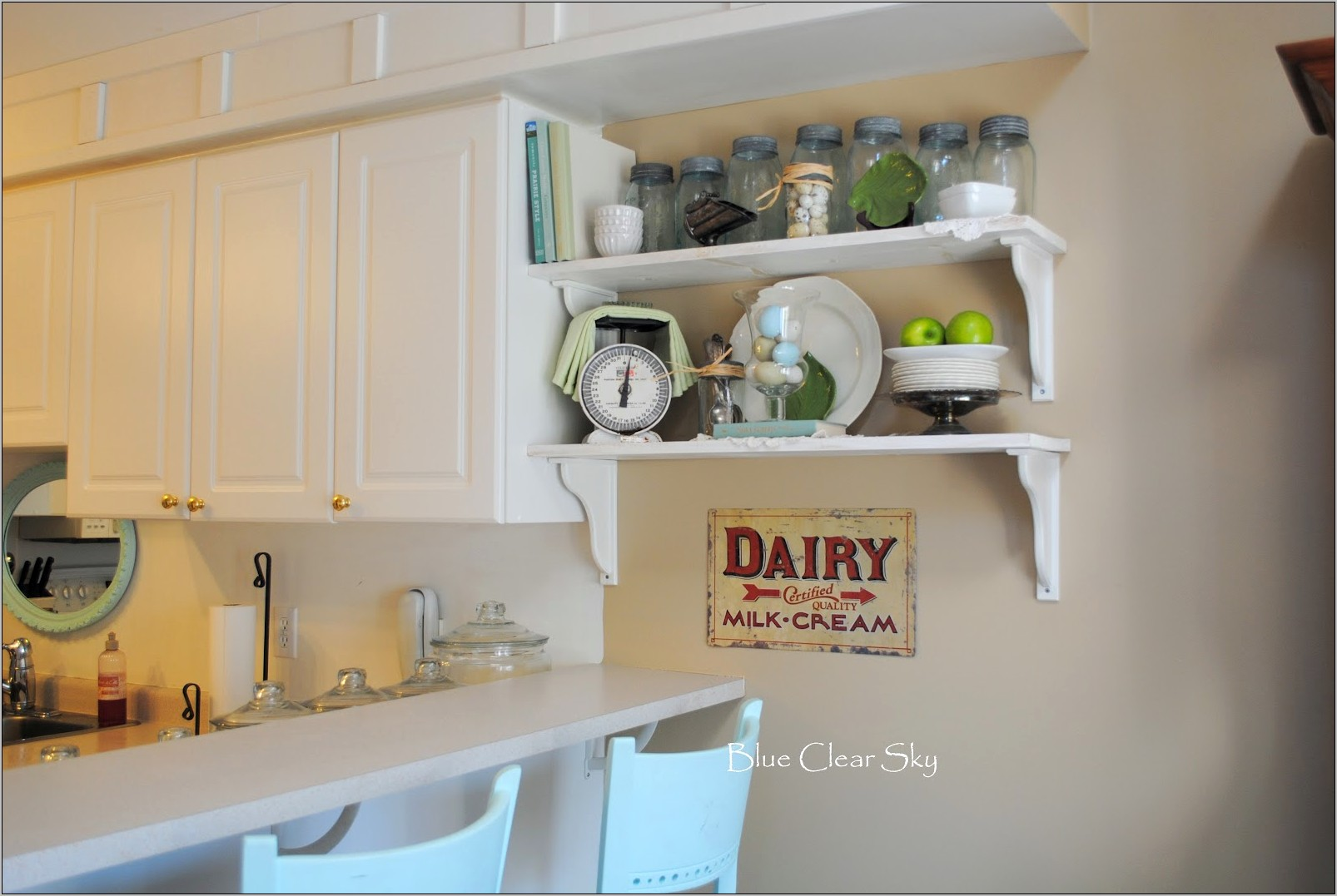 Ideas For Decorating A Kitchen Shelf