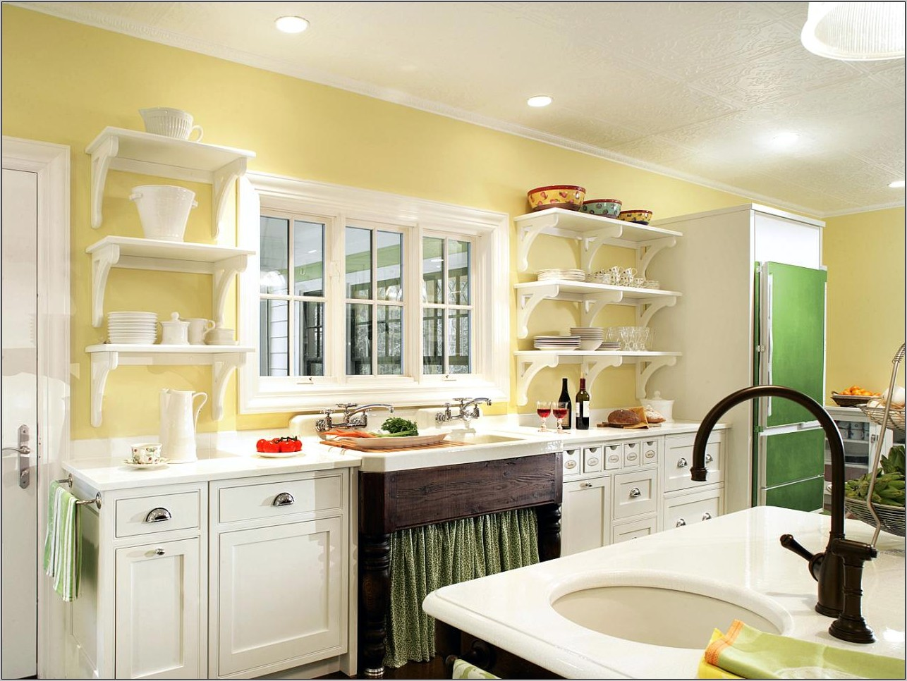 Kitchen Cabinets With Decorative Range Hoods