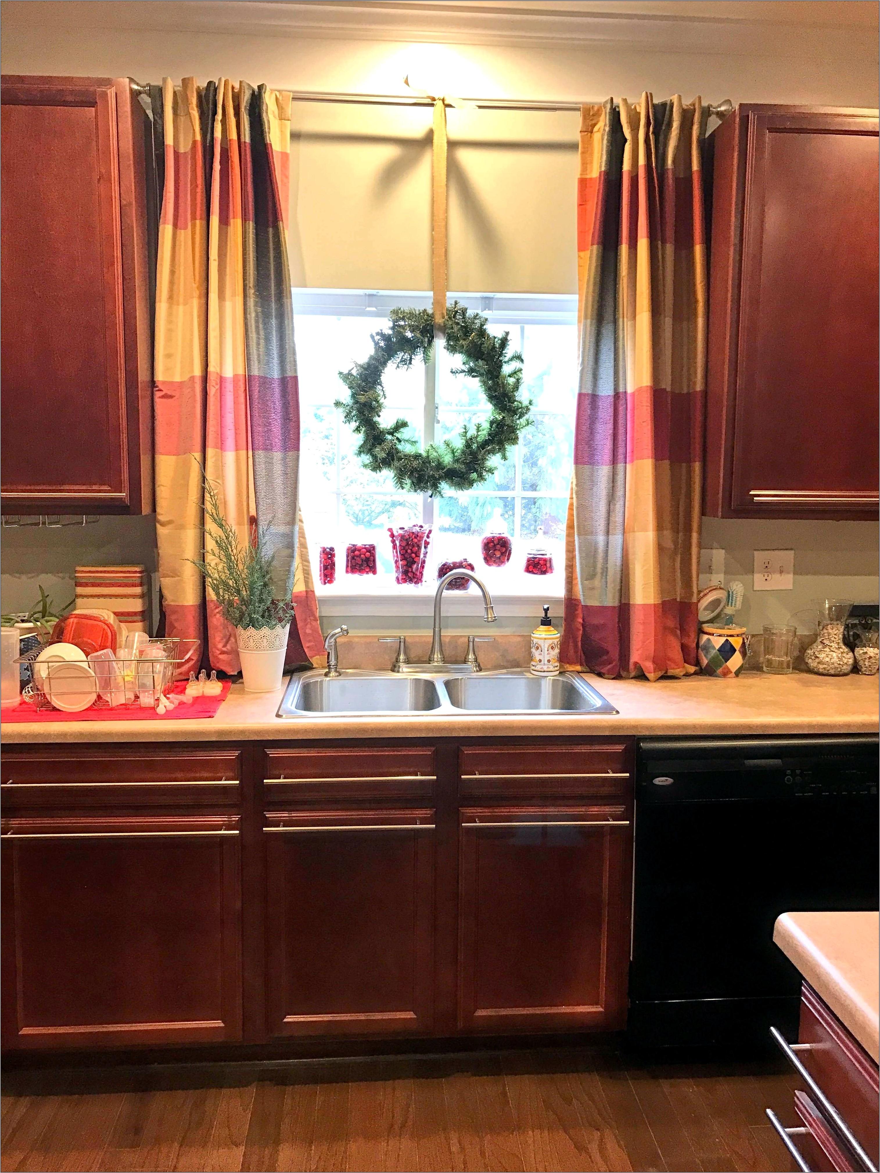 Kitchen Curtain Decor Ideas