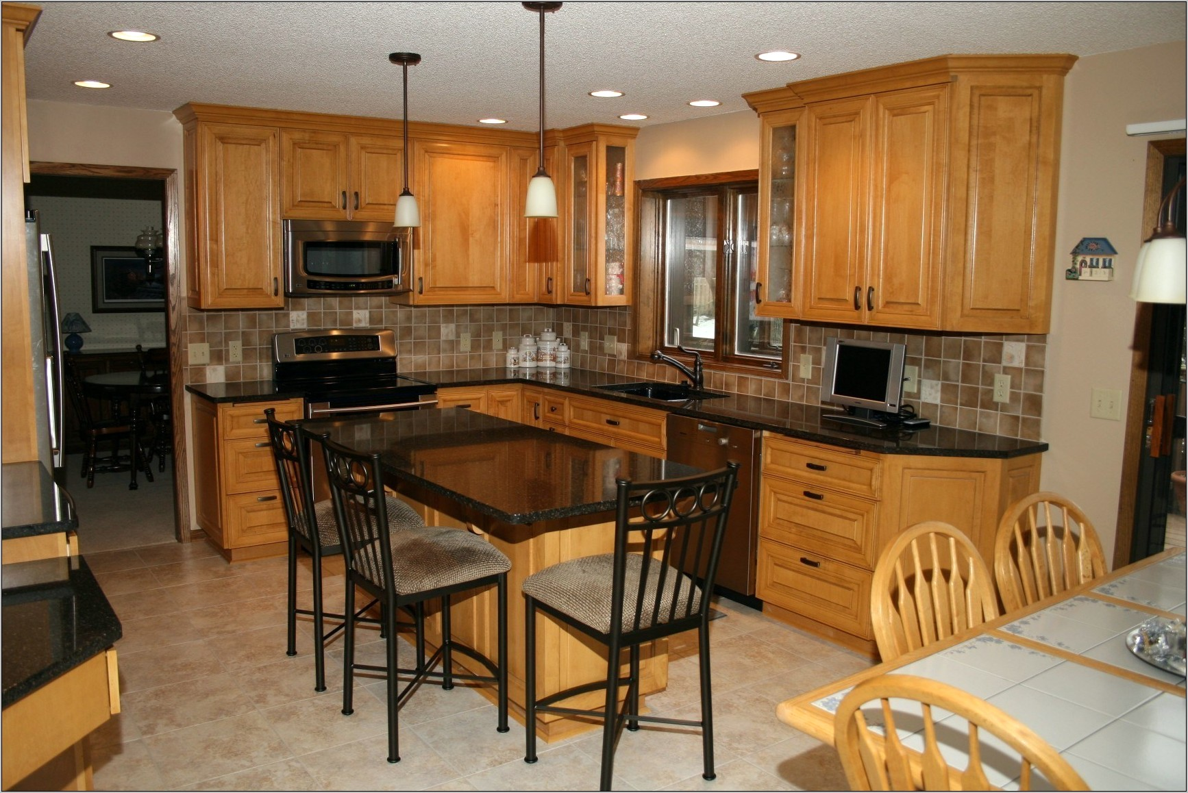 Kitchen Decorating With Maple Cabinets