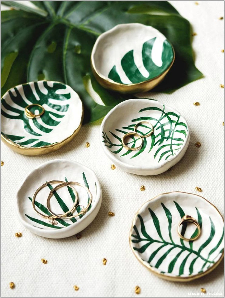 Kitchen Table Clay Bowl Decorating Ideas