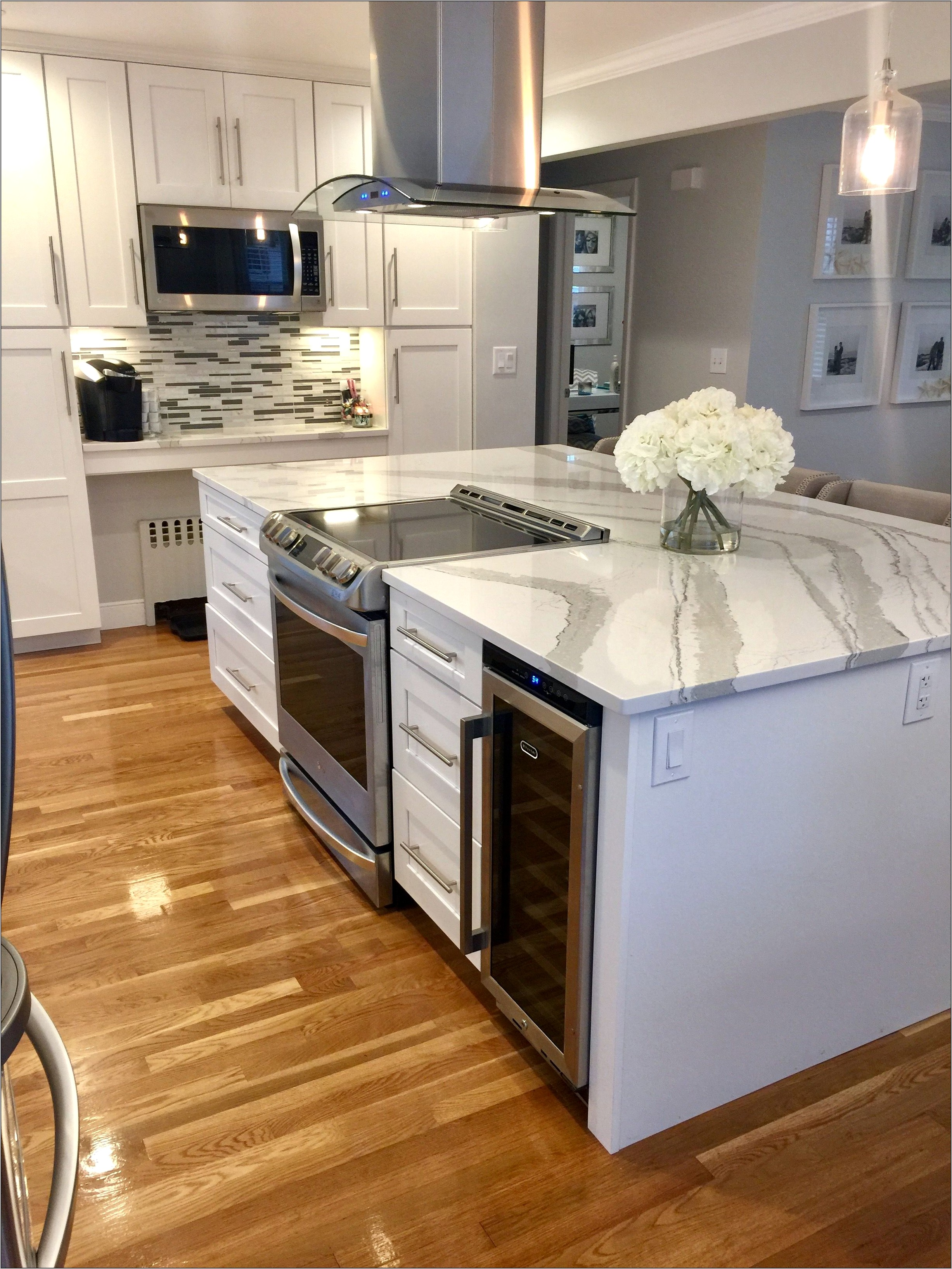 Kitchen White Stove And Fridge Decor