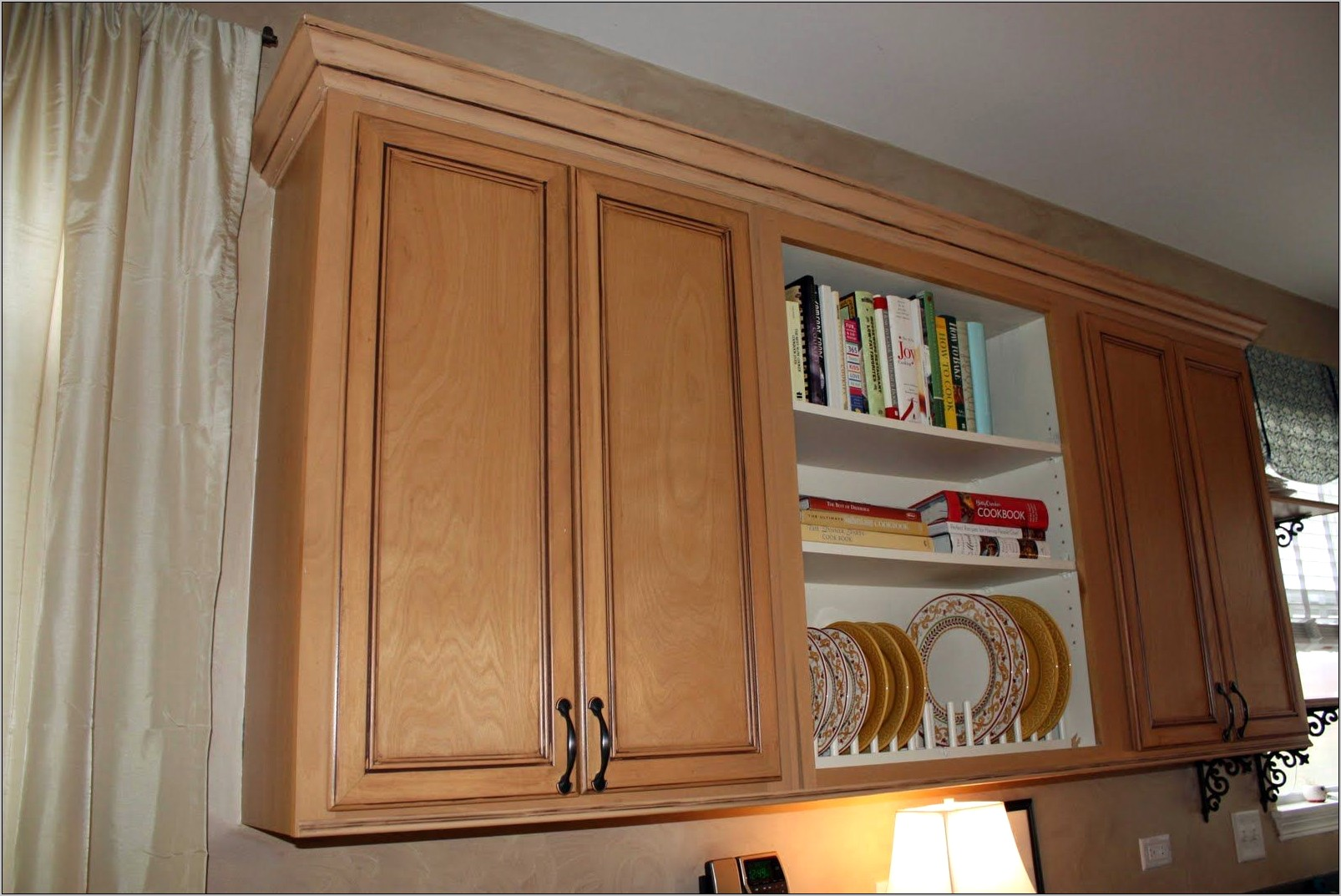 Kitchens Cabinets With Decorative Moldings