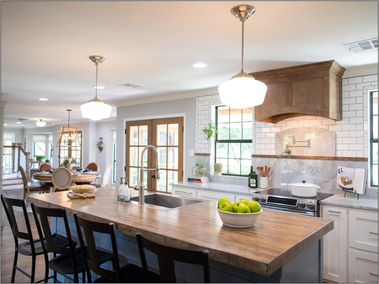 Modern Farmhouse Kitchens With Spanish Inspired Decor