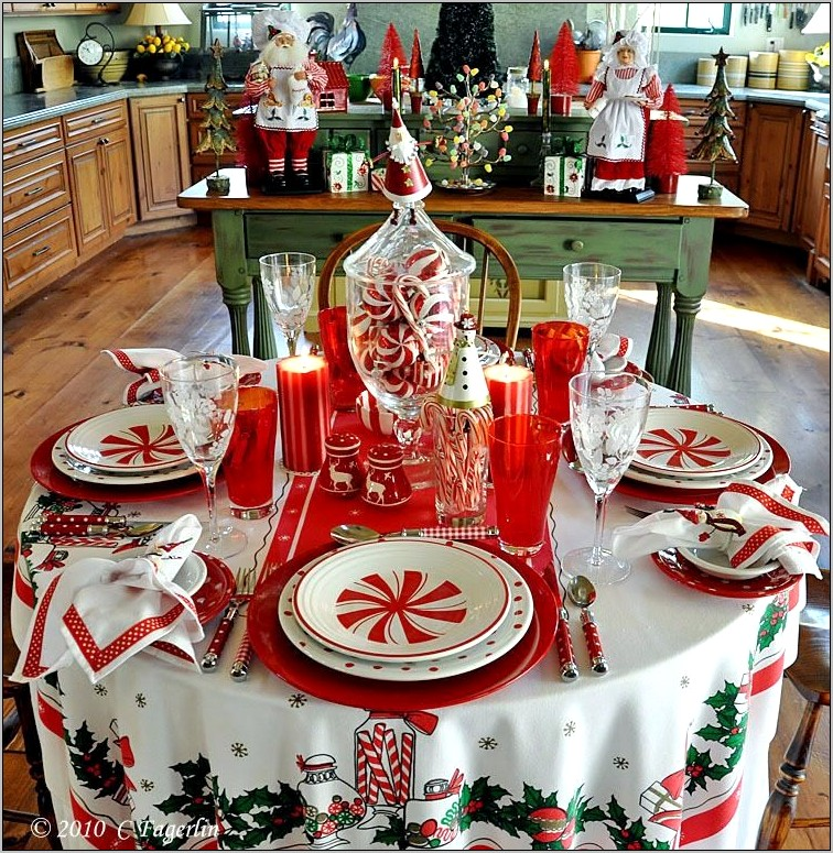 Round Kitchen Table Christmas Decorations
