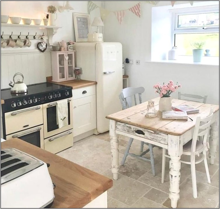 Shabby Chic Bungalow Kitchen Decor