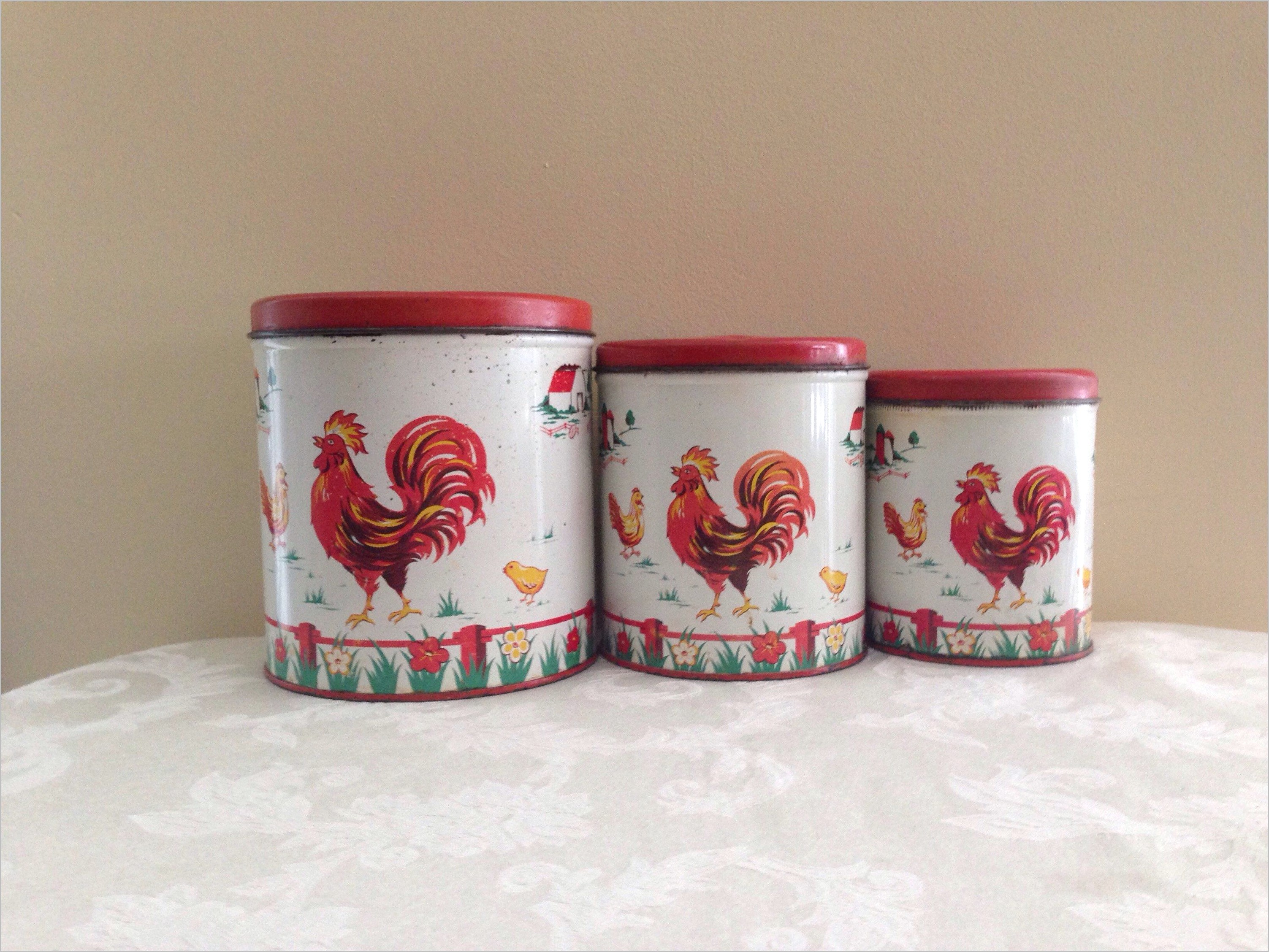 Vintage Red Rooster Kitchen Decor