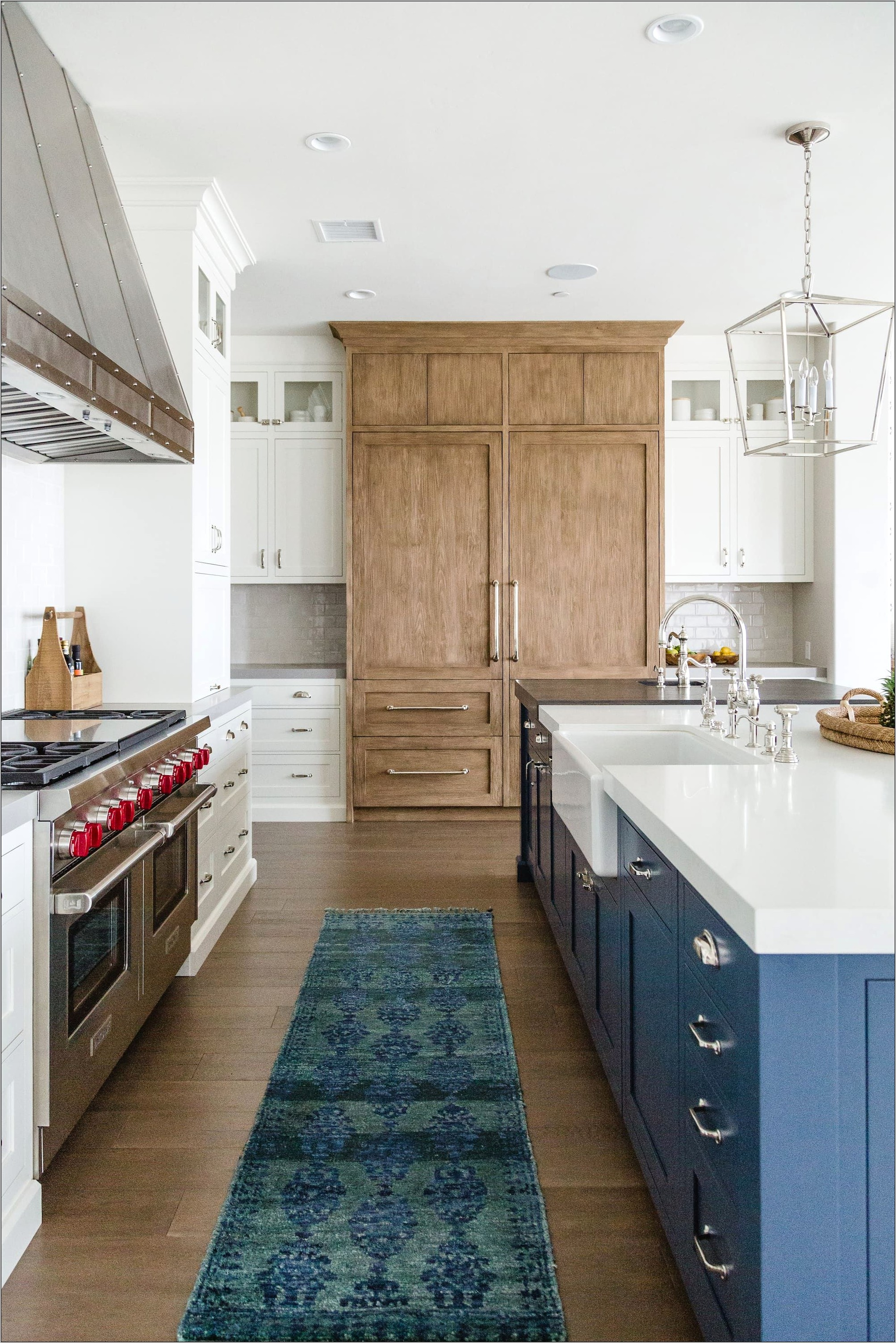 White And Oak Kitchens Decorated Farmhouse Style