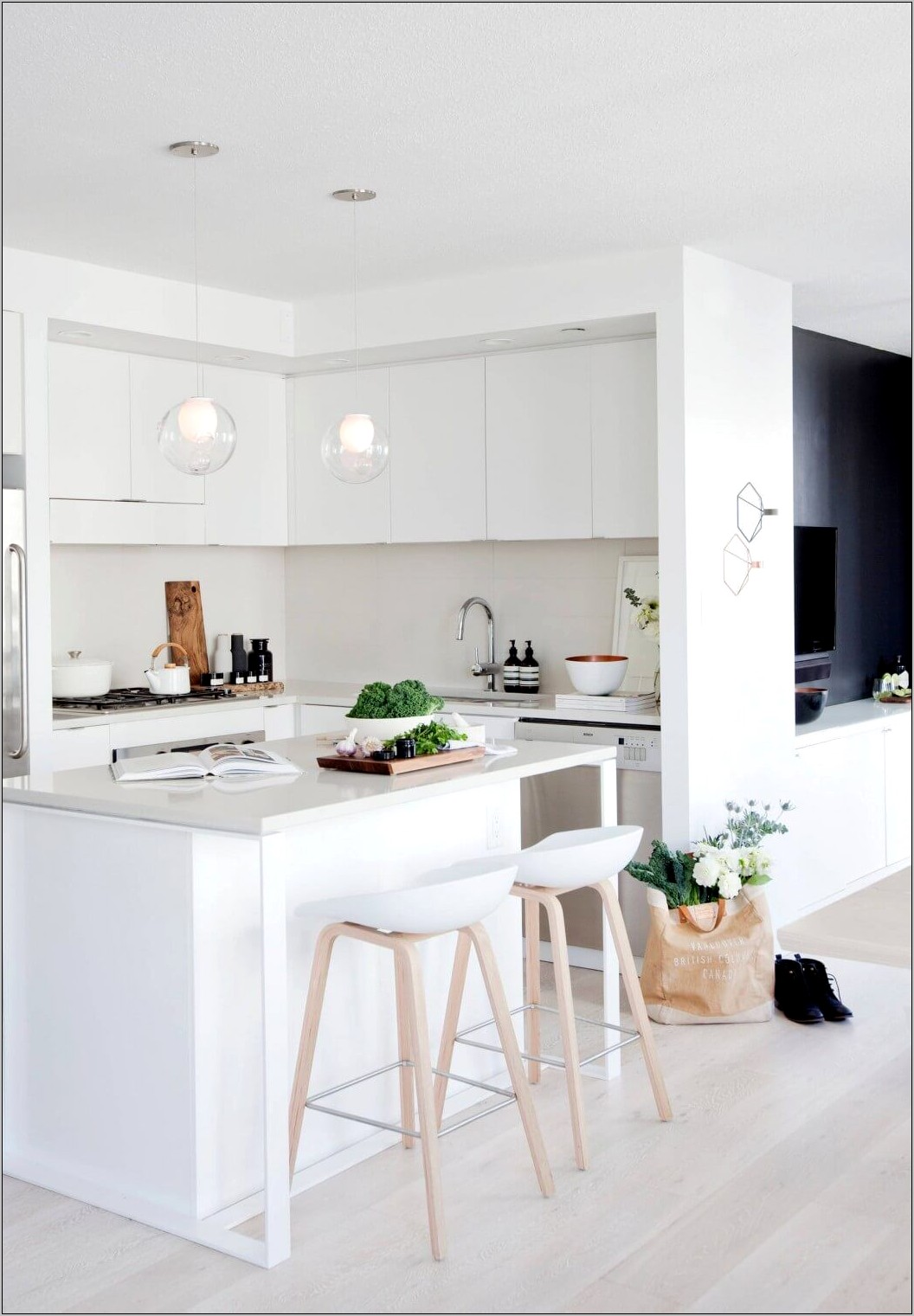 White And Wood Kitchen Decor