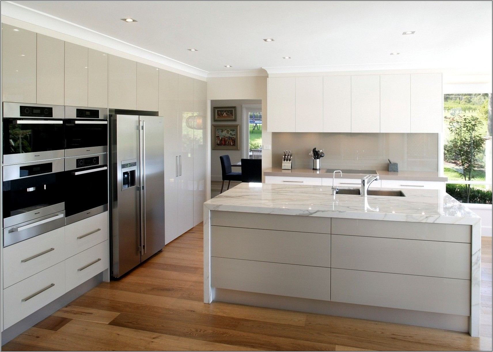 White Gloss Kitchen Decorating Ideas