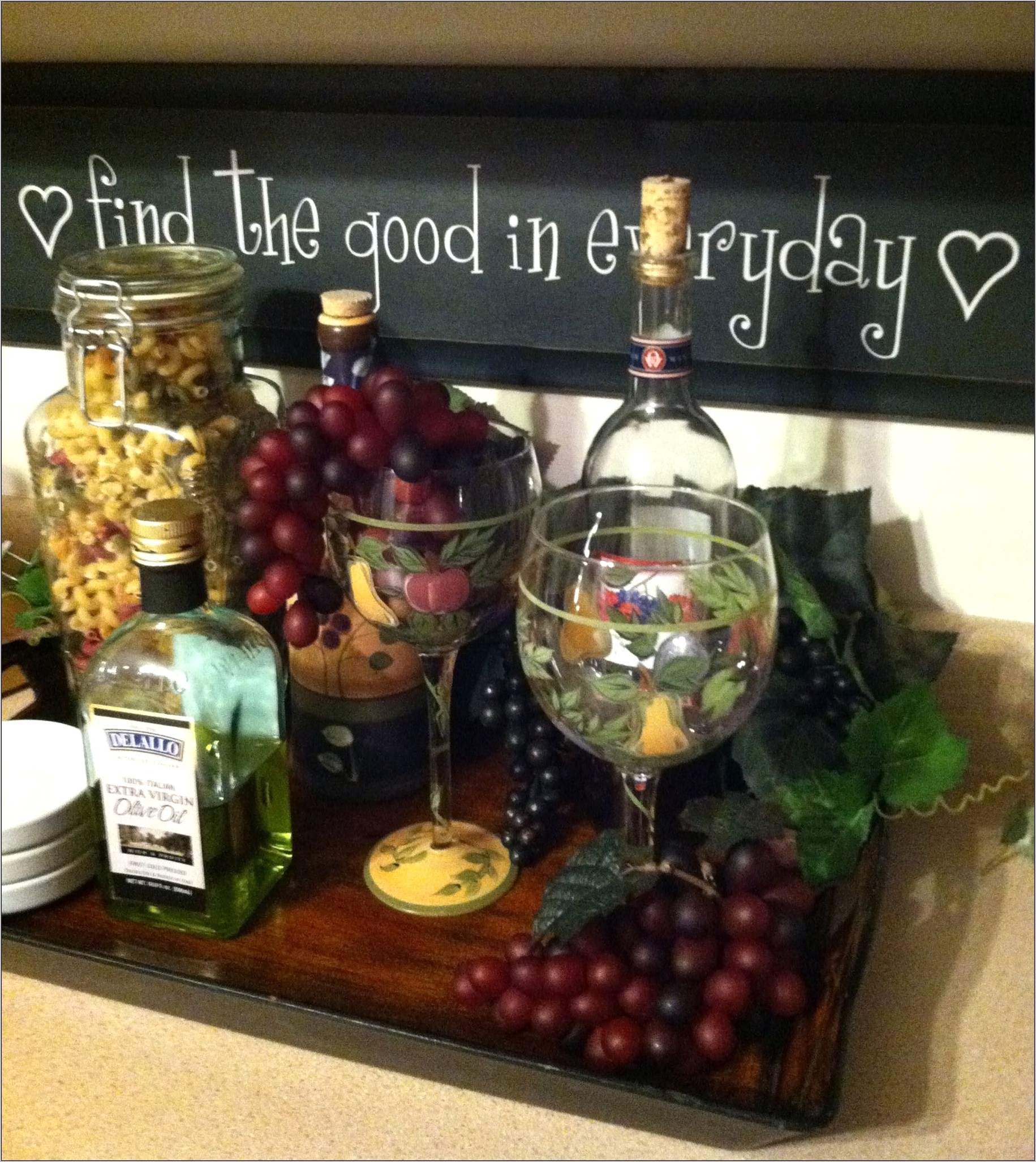 Wine And Grapes Kitchen Decorations Ideas