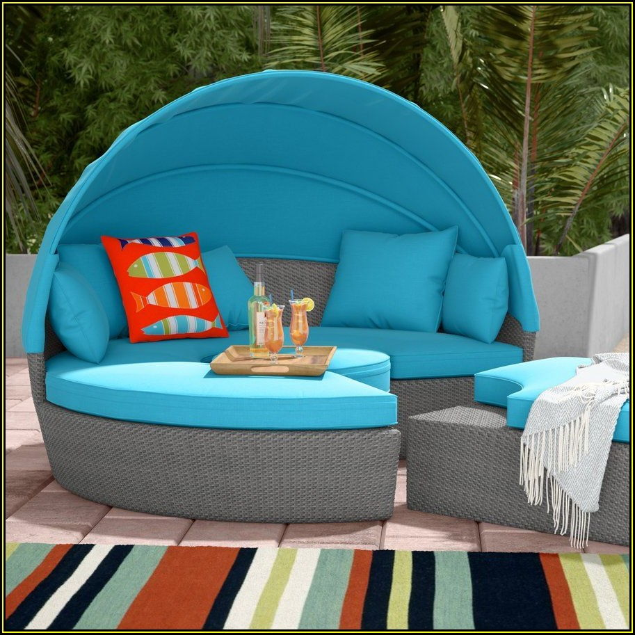 Leiston Round Patio Daybed With Cushions