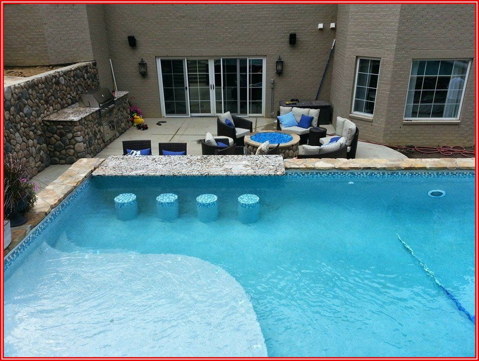 Mudslingers Pool And Patio