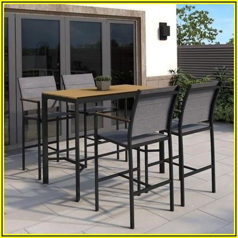 Patio Bar With 4 Stools
