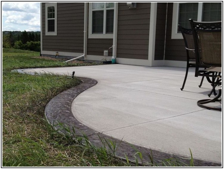 Plain Concrete Patio With Border