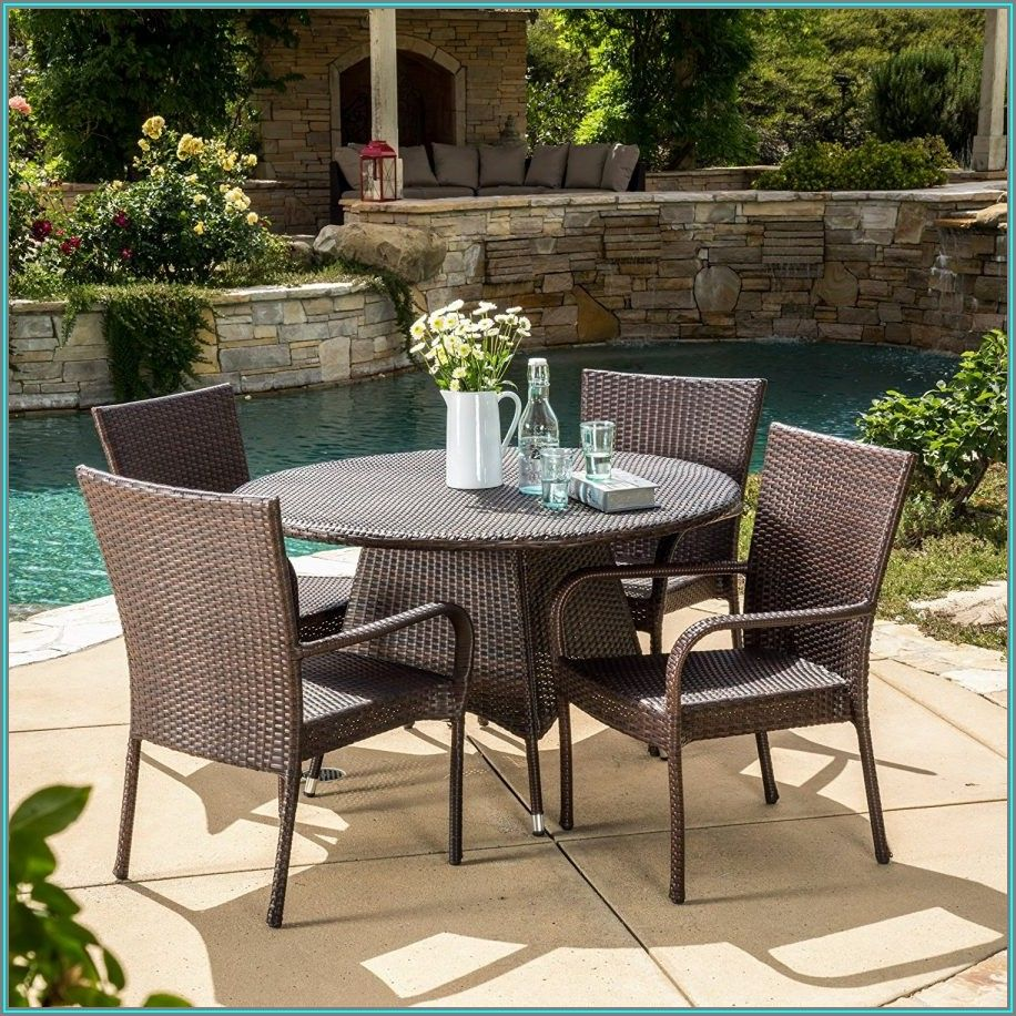 Round Wicker Patio Set