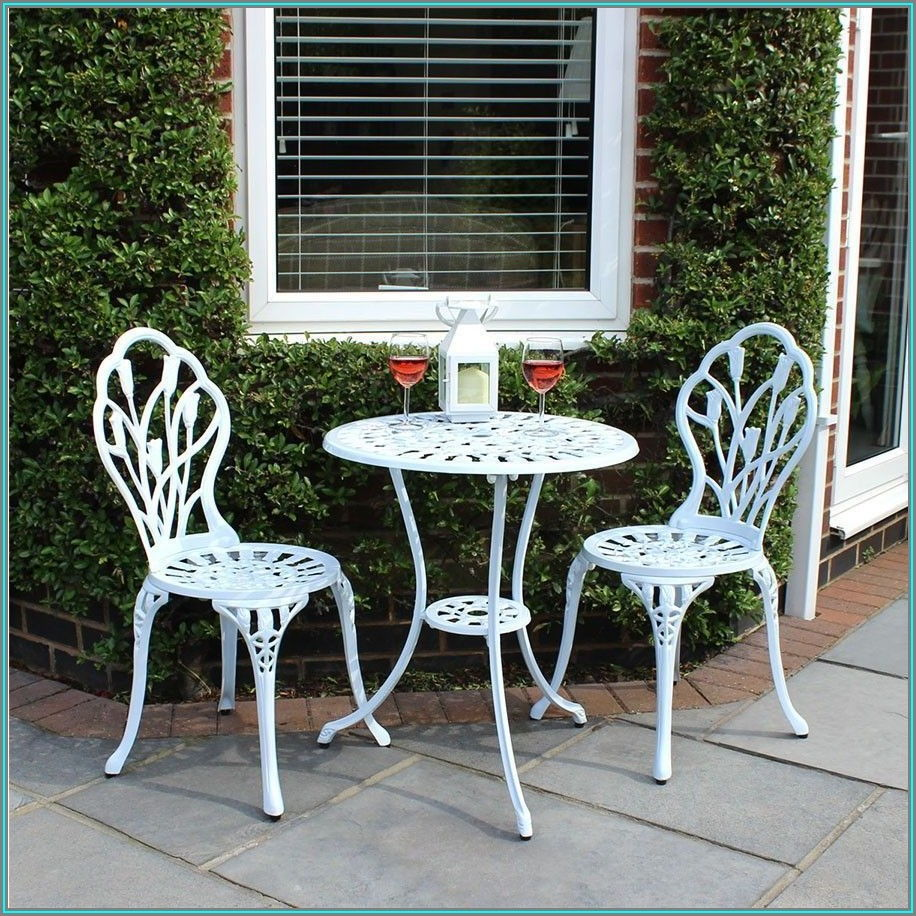 White Round Patio Table And Chairs