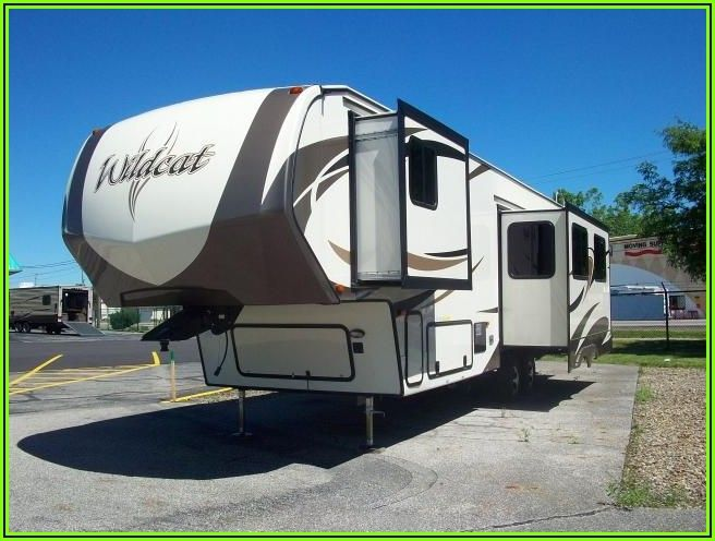 5th Wheel With Patio Deck