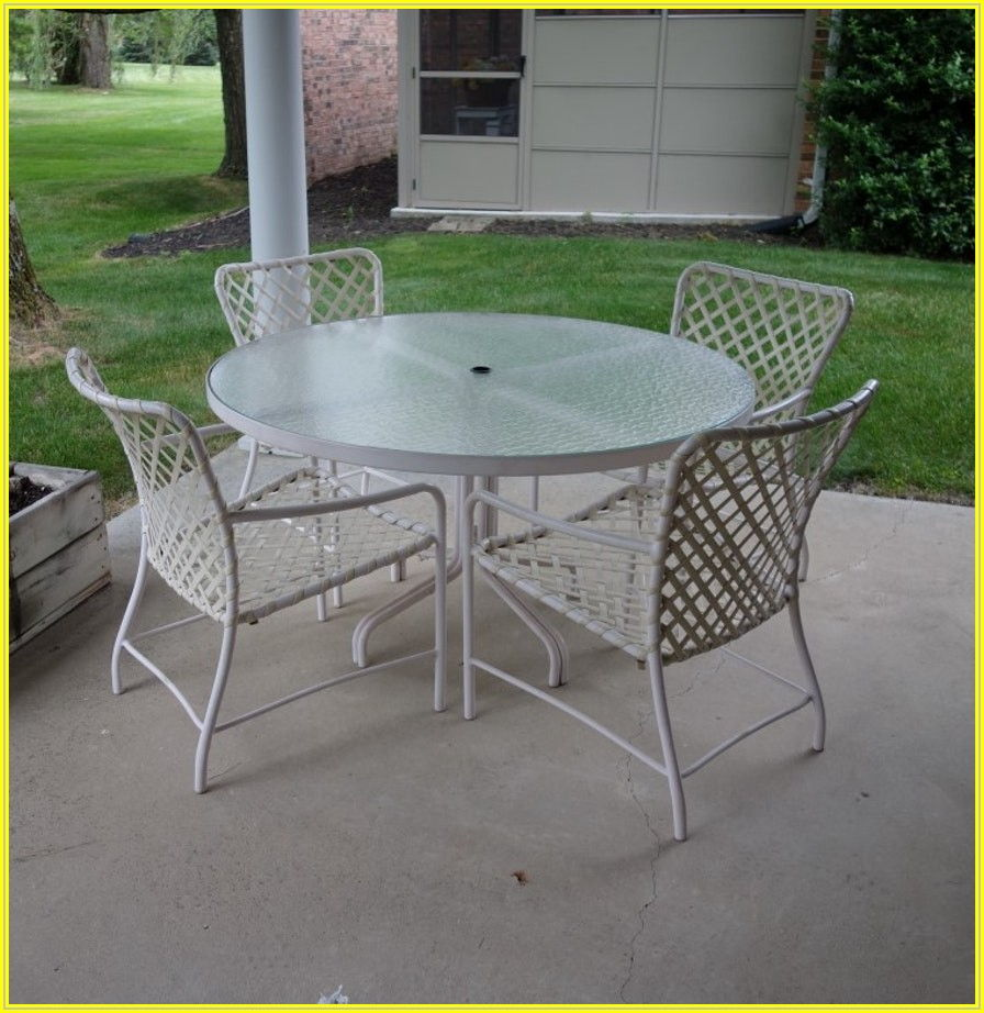 Brown Jordan Round Patio Table