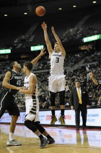 Oakland senior Travis Bader leads the conference in scoring. (Photo: Oakland Athletics)
