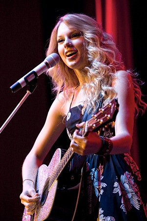 SINGER TAYLOR SWIFT PERFORMS AT CATHOLIC SCHOOL IN VIRGINIA