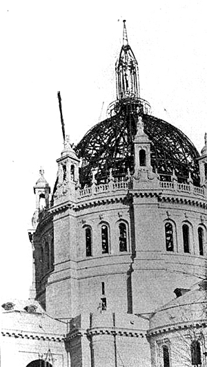Construction of the cathedral's dome, pictured in 1914, relied on extensive steelwork.