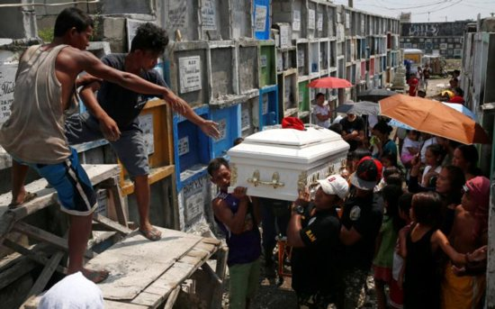Men carry the coffin of Vicente Batiancila Oct. 23, who police say was among five victims of recent drug-related killings, during his funeral in Manila, Philippines. As Filipinos remembered their departed on All Souls' Day, the country's church leaders called on the faithful to also pray for those who fell victim in the government's all-out war against illegal drugs. CNS photo/Erik De Castro, Reuters