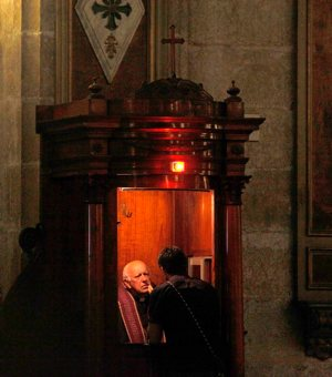 Chilean Cardinal Ricardo Ezzati hears confession at the Santiago cathedral Feb. 17, 2013. Chilean bishops said that while they support legislation requiring priests and religious authorities to report crimes, they also fear that an update to the country's current law would force clergy to break the sacramental seal of confession.