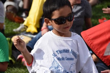 Too-cool attendee at Pope Francis' speech at Independence Mall Sept. 26. (Sun photo | Katherine Long)