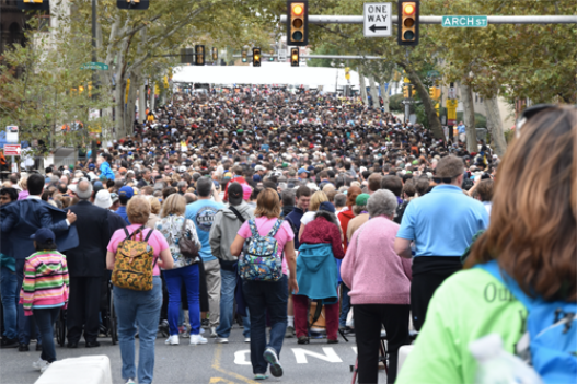 The crowd at 20th and Cherry, at about 12:45 p.m. Sept. 27. (Sun photo | Katherine Long)