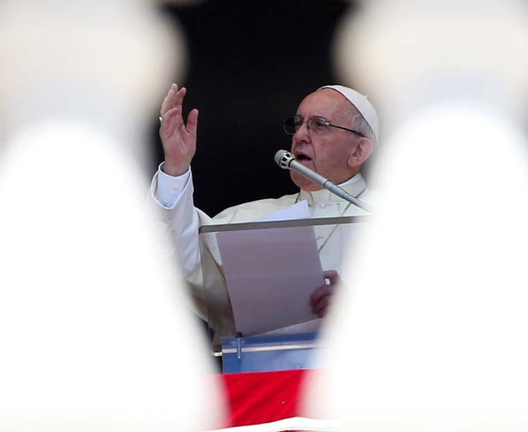 Pope entrusts to Mary victims of disasters, conflict, social tension